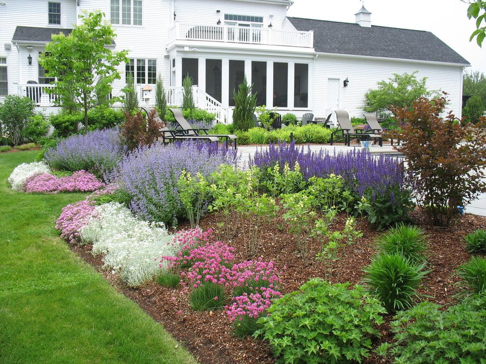 Flowerama for a Traditional Landscape with a White Flowers and Burlington Retreat by Linden L.a.n.d. Group