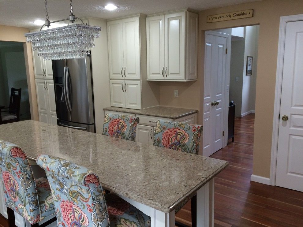 Frontier Rochester Ny for a Traditional Kitchen with a Timberlake Rushmore Silk and Rochester, Ny Traditional Kitchen by Innovations by Vp