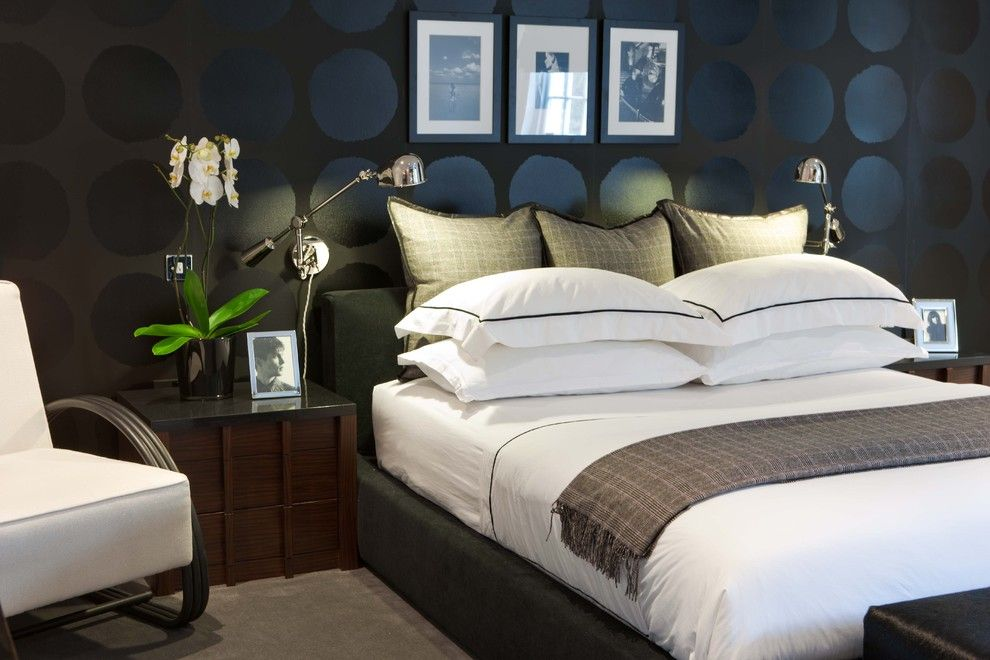 Great Wall Edmond Ok for a Contemporary Bedroom with a Platform Bed and American Dream by Maurizio Pellizzoni Ltd
