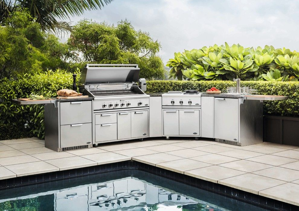 Hearth and Grill for a Contemporary Pool with a Swimming Pool and DCS by Fisher & Paykel by DCS by Fisher & Paykel