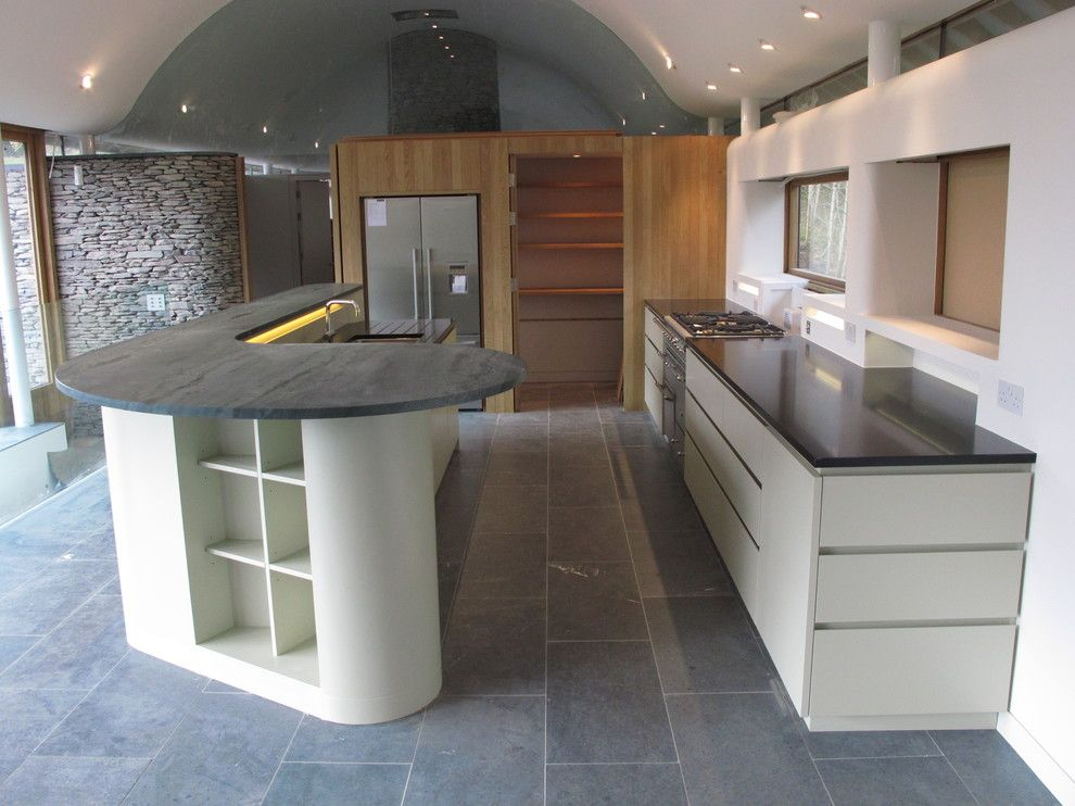 Hob Knob for a Contemporary Kitchen with a Island and Modern Kitchens with Islands by Ian Dunn Woodwork & Design