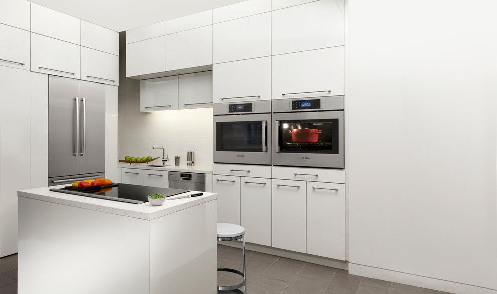 Hob Knob for a Contemporary Kitchen with a White Countertop and Bosch Home Appliances by Bosch Home Appliances