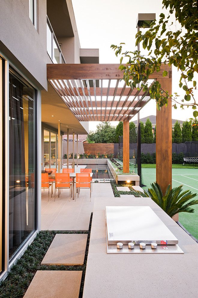 How to Restain Wood for a Contemporary Landscape with a Large Stepping Stone and Garrell Street   Cos Design by C.o.s Design