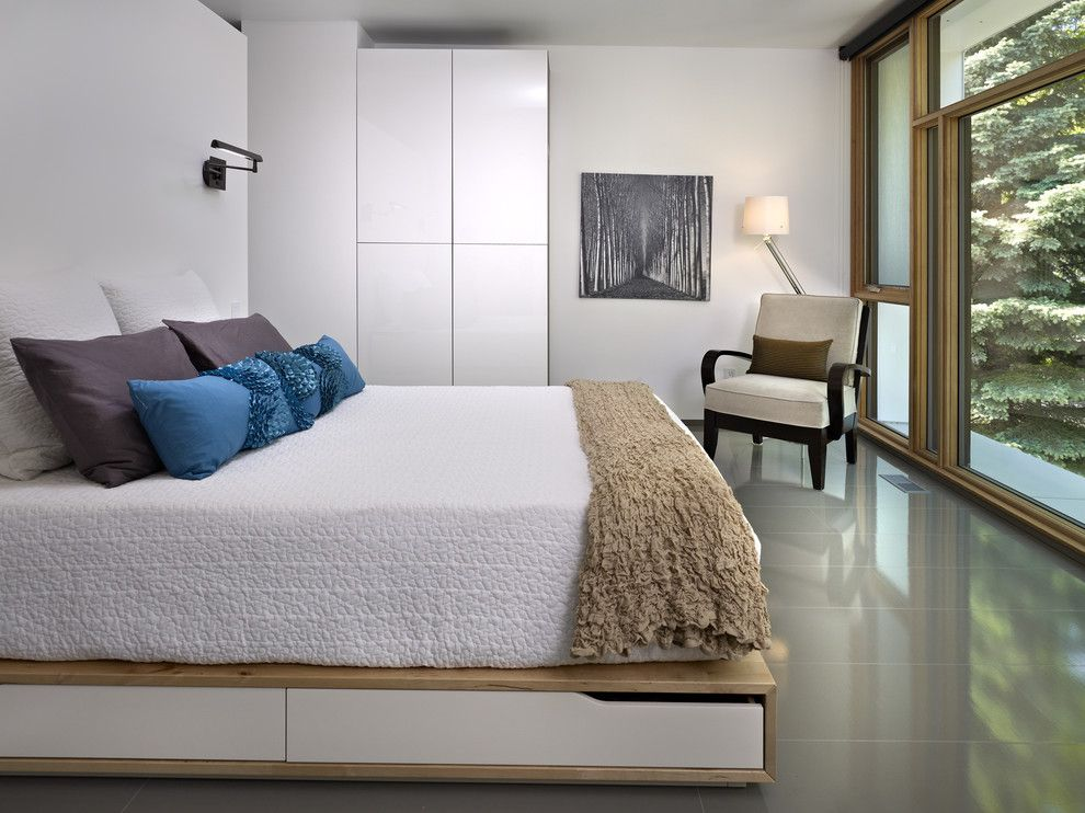 Ikea Duvet Cover for a Modern Bedroom with a Floor to Ceiling Windows and Lg House   Interior by Thirdstone Inc. [^]