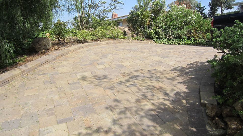 Infiniti Thousand Oaks for a Traditional Patio with a Border and Thousand Oaks - Sloped Driveway - Orco - Villa – Tuscany - AFTER 6 by Go Pavers