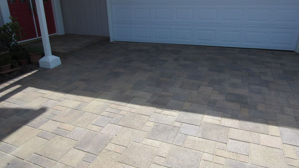 Infiniti Thousand Oaks for a Traditional Patio with a Paver Border and Thousand Oaks - Sloped Driveway - Orco - Villa – Tuscany - AFTER 10 by Go Pavers