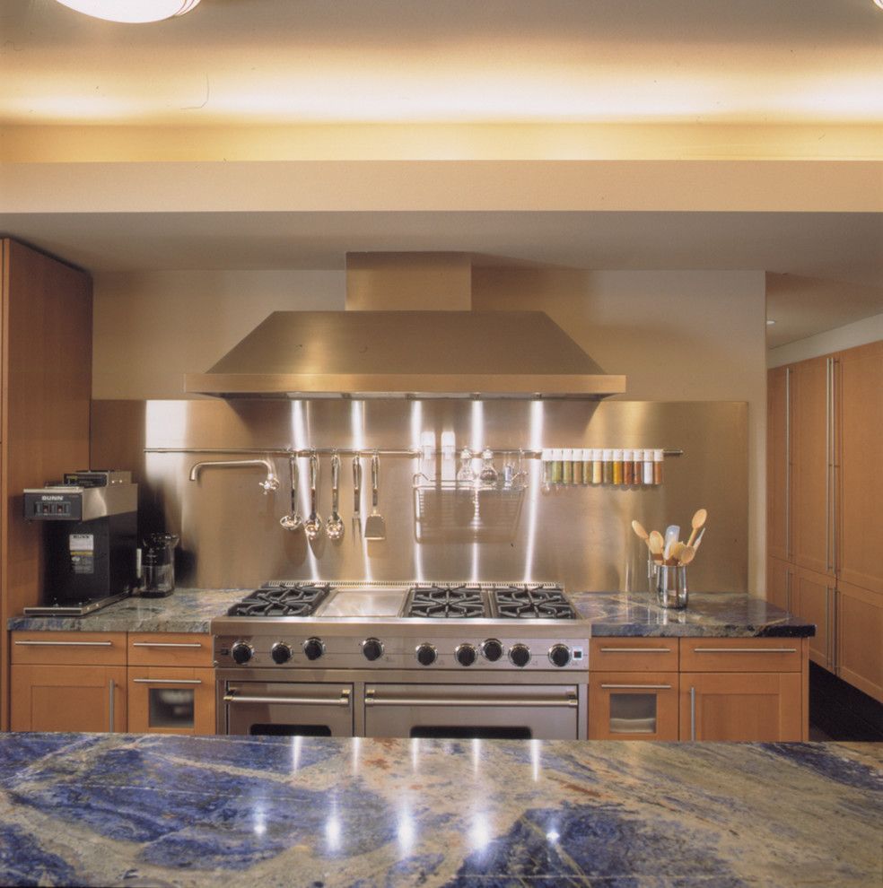Installing Laminate Countertops for a Contemporary Kitchen with a Gas Range and Highland Park by Powell/kleinschmidt, Inc.