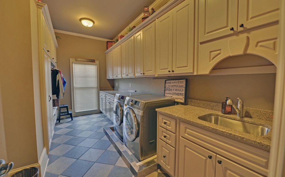 Jackson Hole Golf and Tennis for a  Laundry Room with a Professional Photography and Edinburgh Custom Homes Suwanee, Georgia by Envision Web