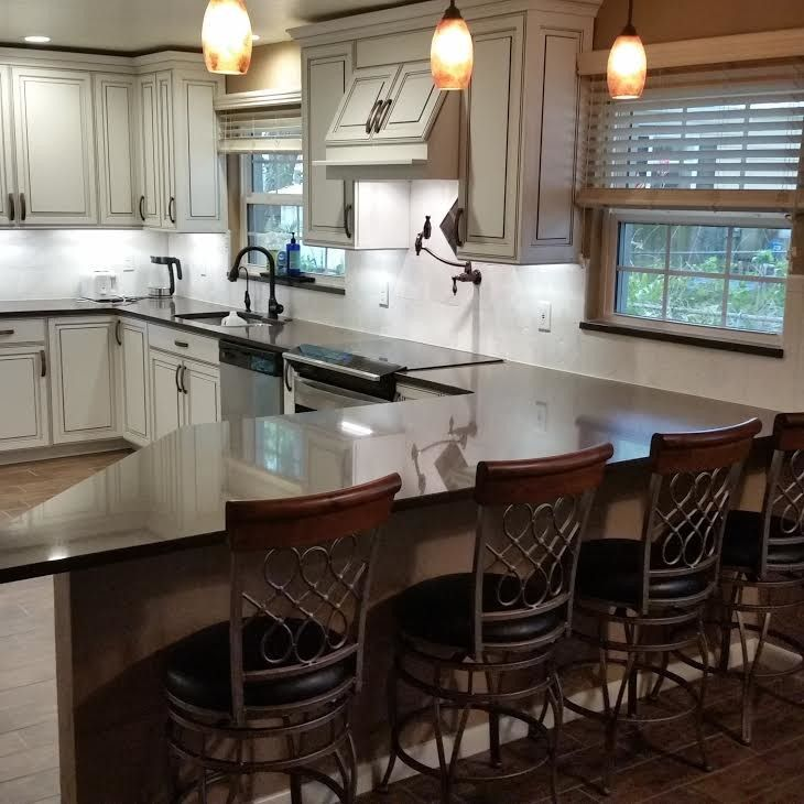 Jamco for a Traditional Kitchen with a White Cabinets and Kucken by Jamco Unlimited Inc