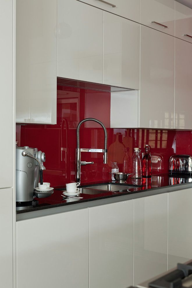 Jones Paint and Glass Provo for a Contemporary Kitchen with a Gloss Pergamon and Wapping Bespoke Kitchen Design by Jones Britain Kitchens