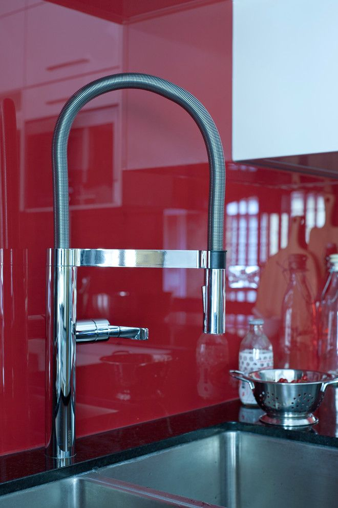 Jones Paint and Glass Provo for a Contemporary Kitchen with a Handleless and Wapping Bespoke Kitchen Design by Jones Britain Kitchens