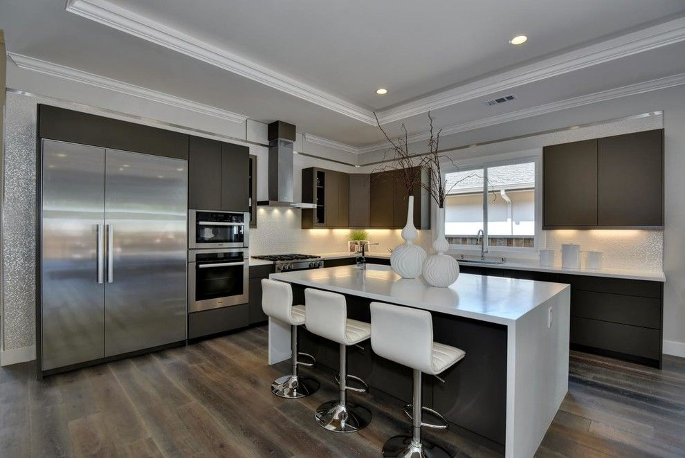 Los Lunas High School for a Modern Kitchen with a Modern and Google's Backyard! by Beyond Vt Marketing