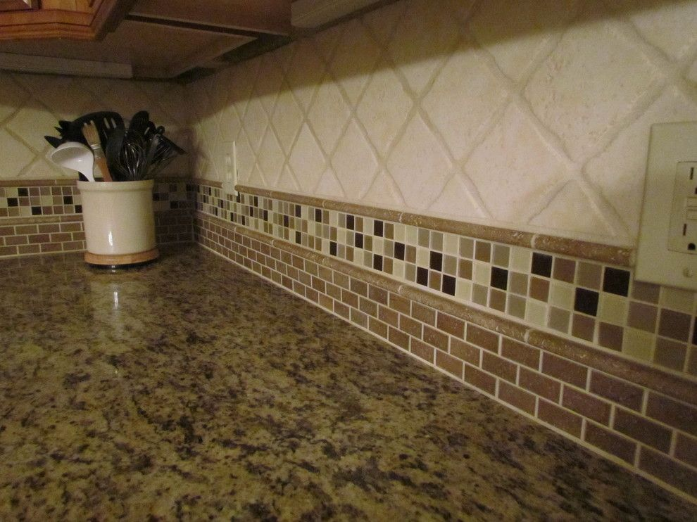 Lowes Greenwood Sc for a Traditional Kitchen with a Santa Cecilia Granite Stone and Glass T and Kraftmaid Jamestown Maple - Deaton by Lowes of Indian Land, SC