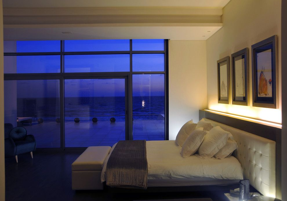 Luxe Hotel Sunset for a Contemporary Bedroom with a White Bedding and Utopia Projects by Ibrahim Radwan