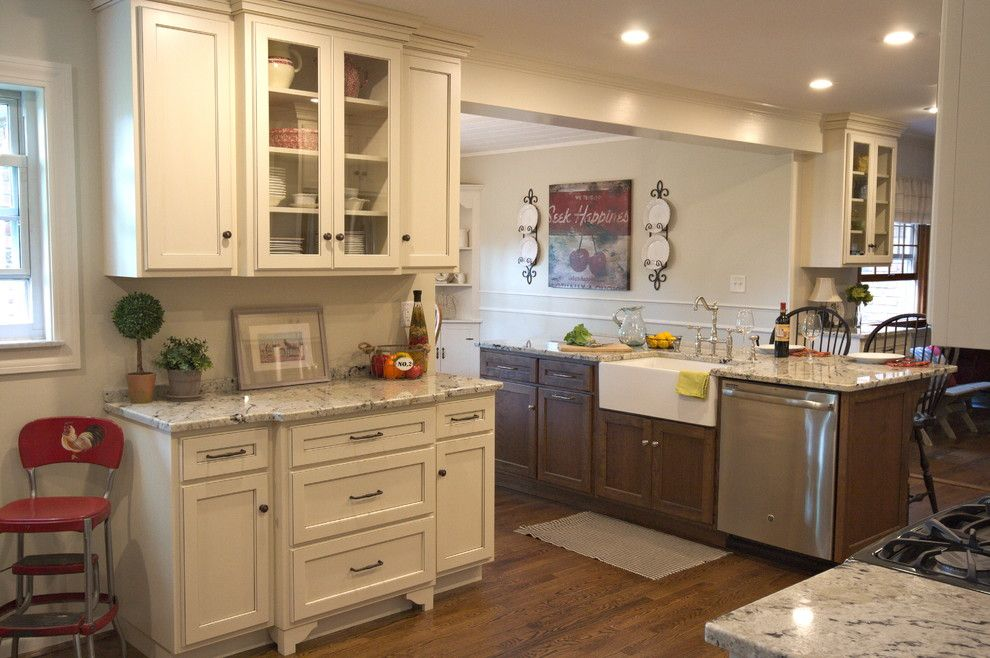 Meyer Appliance for a Farmhouse Kitchen with a Farmhouse Sink and Kitchen M2 by Stellar Cabinetry