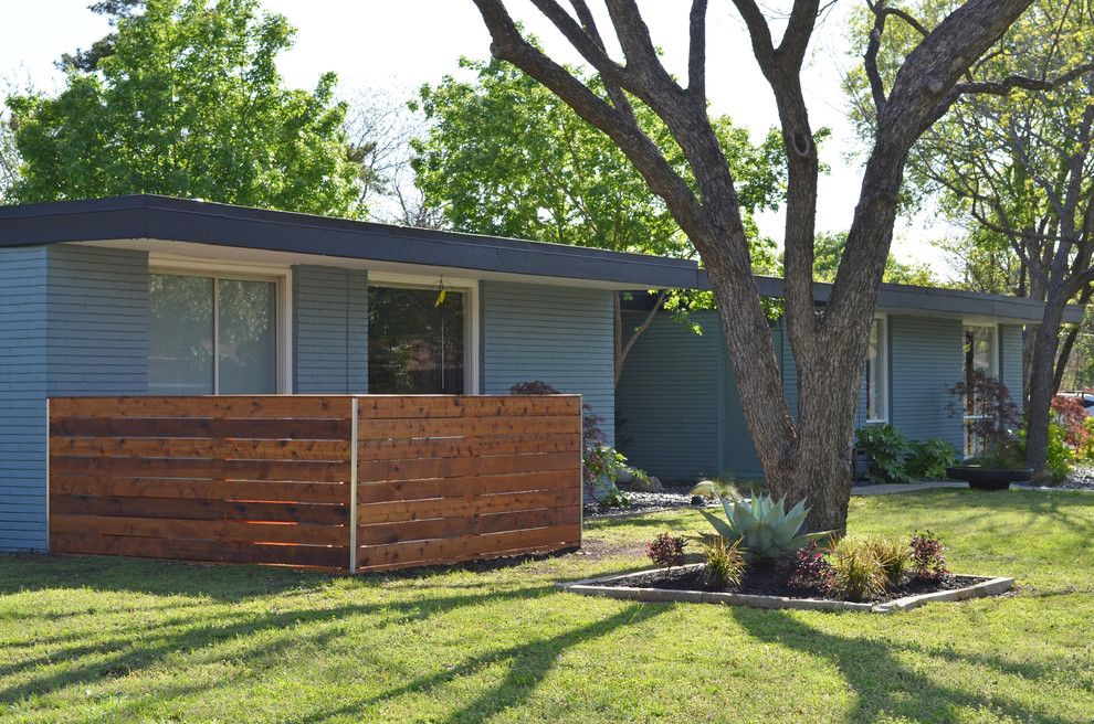 My Gym Encino for a Midcentury Exterior with a Lawn and Dallas, Tx: Stolp by Sarah Greenman
