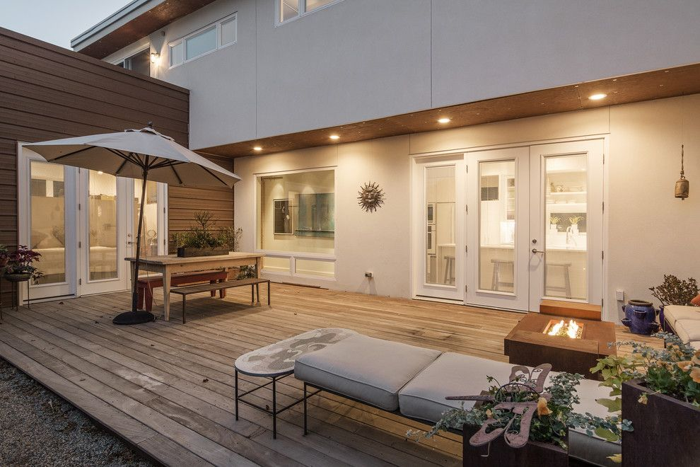 Odyssey House Utah for a Contemporary Patio with a My Houzz and My Houzz: Contemporary Home Hugs a Central Courtyard by Lucy Call