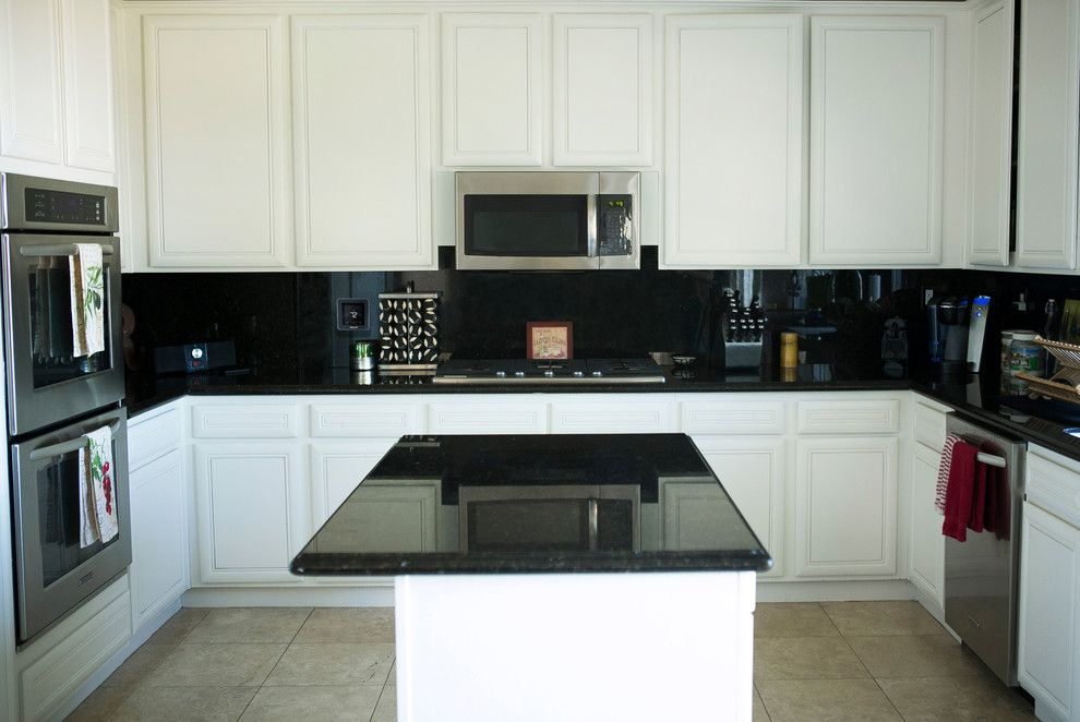 Ono Island for a Contemporary Kitchen with a Smarthome Technology and Honeywell Home by Honeywell Home