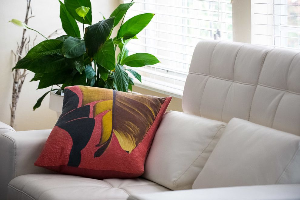 Palm Frond for a Contemporary Living Room with a Leaves and Contemporary Interior W/ Kuchi Kuu by Kuchi Kuu
