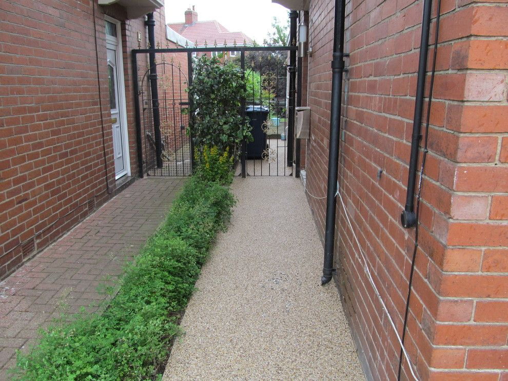 Platte Clay Electric for a Modern Exterior with a Resin Drives West Yorkshire and Resin Driveways Permeable Paving Resin Bound Gravel County Durham by Darren Hatton