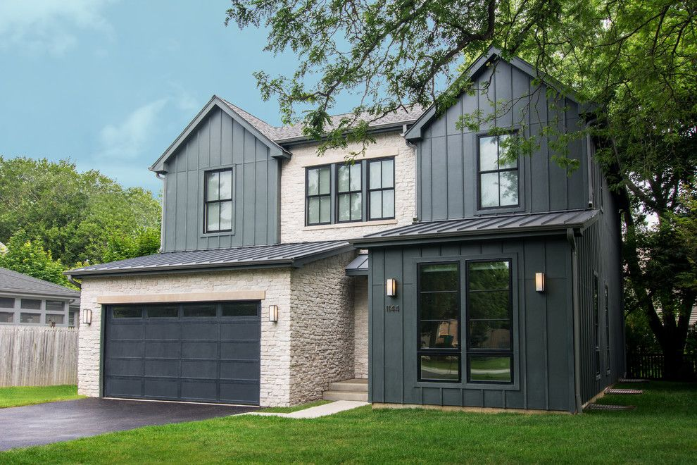 Pulte Homes Reviews for a Farmhouse Exterior with a Driveway and Deerfield Single Family Home by Tandem Architecture & Construction