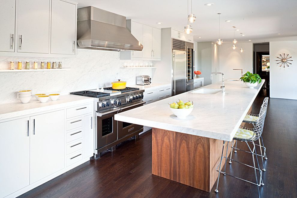Quartz Countertops vs Granite for a Midcentury Kitchen with a Yellow Accent and Moraga Residence by Jennifer Weiss Architecture