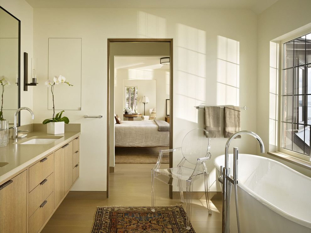 Replace Bathtub Faucet for a Contemporary Bathroom with a Baseboards and Book House by Deforest Architects