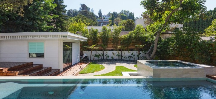 Rittenhouse Hill Apartments for a Tropical Pool with a Redwood Fence and Beachwood Drive Residence by XANADU GROUP