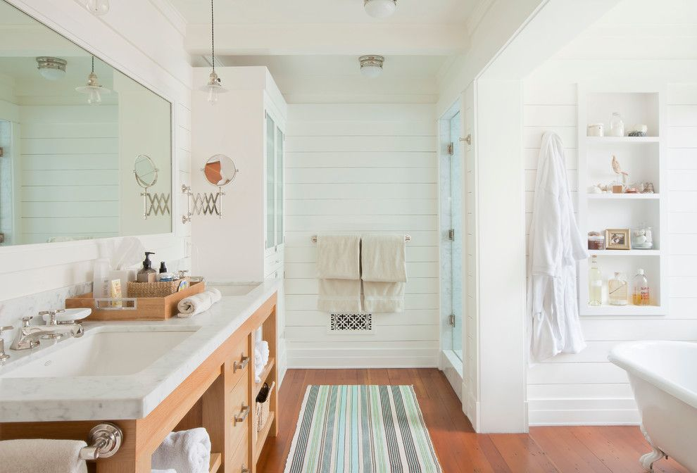 Roc Santa Monica for a Beach Style Bathroom with a Painted Wood Walls and Santa Monica Beach House by Evens Architects