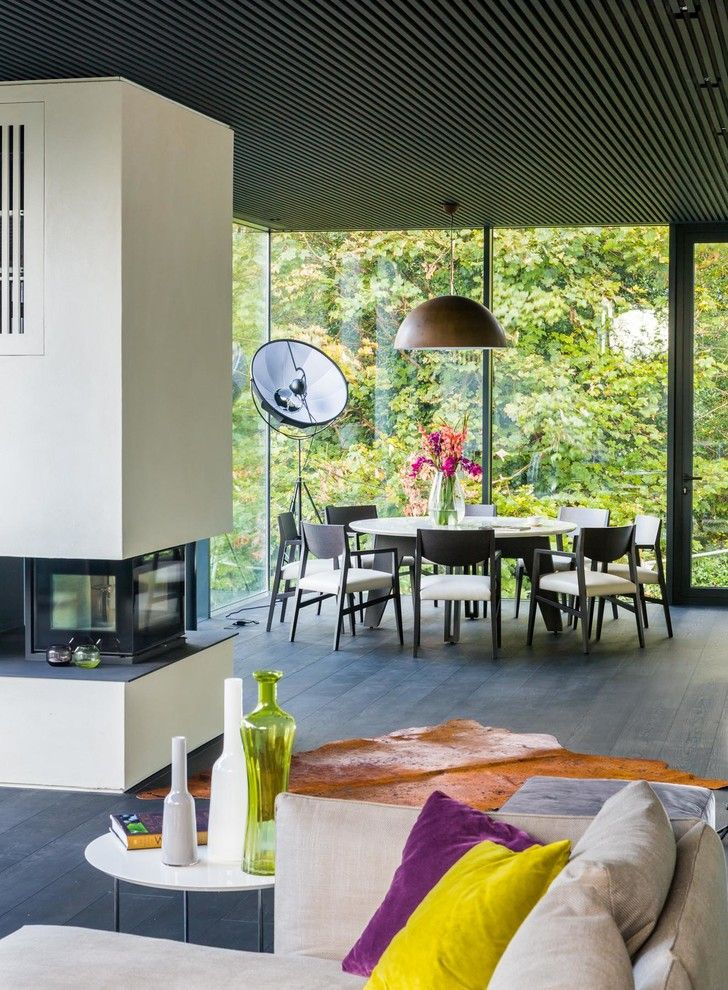 Round Table Napa for a Contemporary Dining Room with a Colorful Vases and Madeira House by Assen Emilov Photography