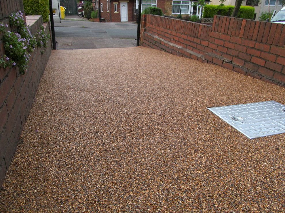 Russet Color for a Modern Exterior with a Resin Bound Aggregates West Yorkshire and Resin Bound Drives Paving Surfaces Aggregates Gravel Leeds West Yorkshire by Resinflooringstore.co.uk