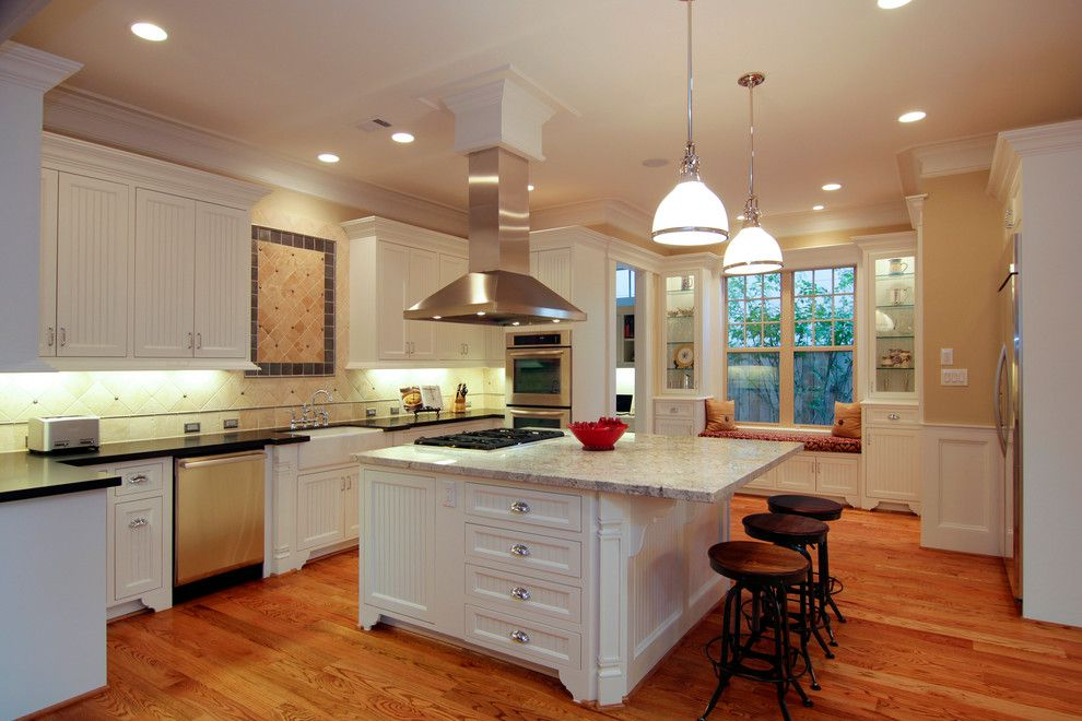 Ryland Homes Houston for a Traditional Kitchen with a Kitchen Island and