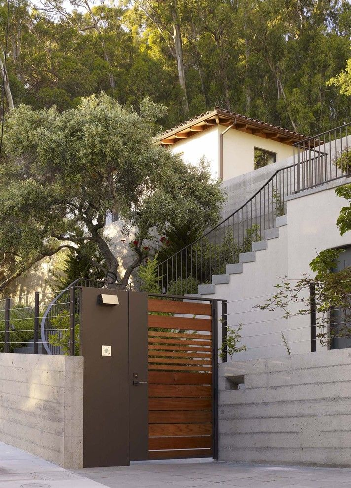 San Bernard Electric for a Modern Landscape with a Entry Gate and Blasen Gardens by Blasen Landscape Architecture
