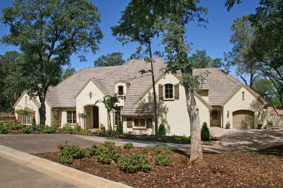 Shingles in Spanish for a  Exterior with a  and Landmark Builders by Landmark Builders
