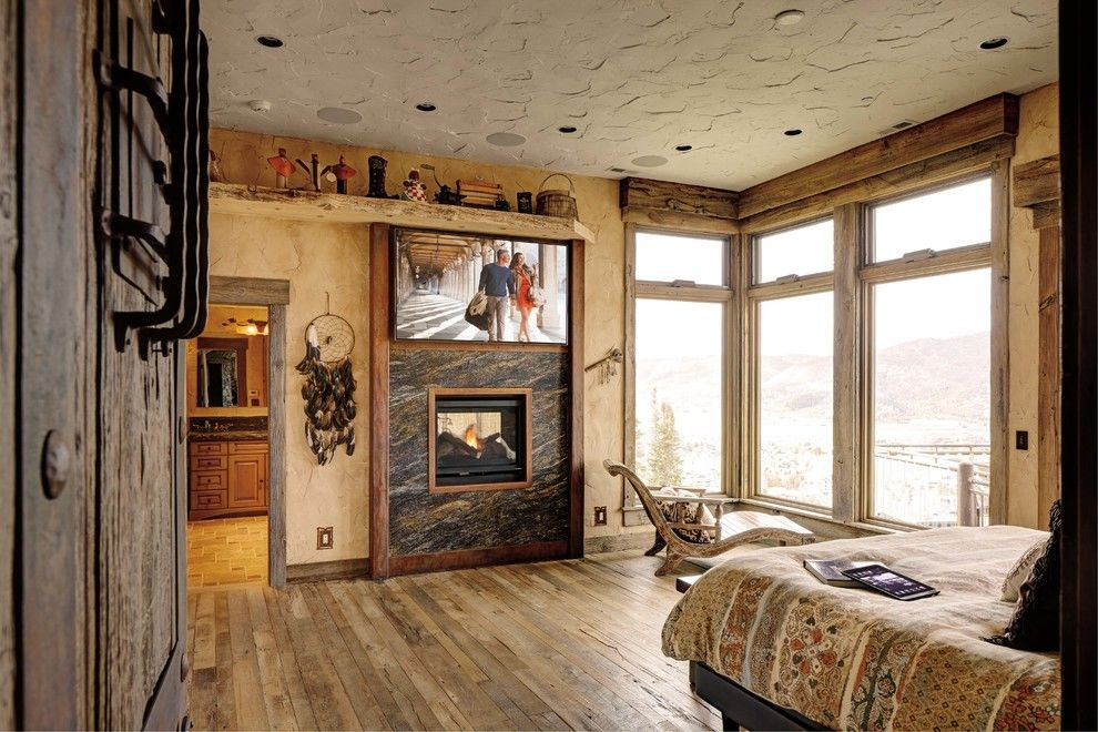 Shingles in Spanish for a Rustic Bedroom with a Corner Window and Bedrooms by Magnolia Design Center