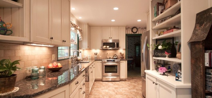 Simpsons Furniture for a Traditional Kitchen with a Display Shelf and Kenilworth Kitchen 1 by Cameo Kitchens, Inc.