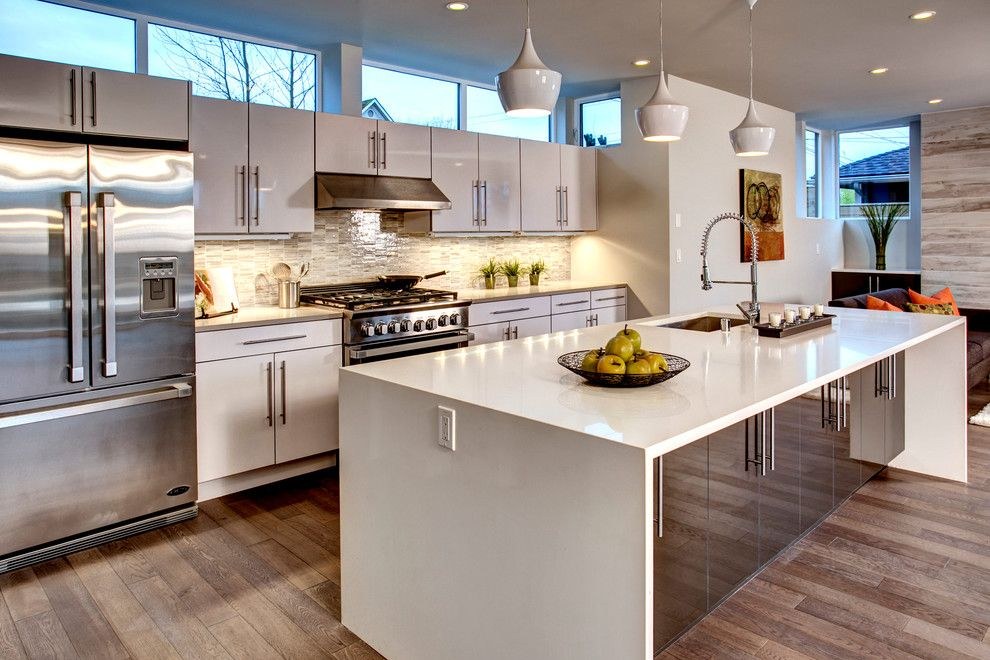 Spring Window Fashions for a Contemporary Kitchen with a High Gloss and 809 6th St. by Medici Architects