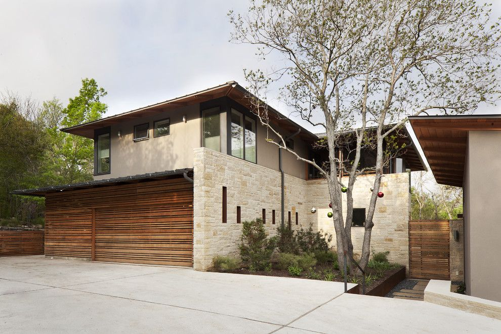 Sto Stucco for a Contemporary Exterior with a Gate and Courtyard by Furman + Keil Architects