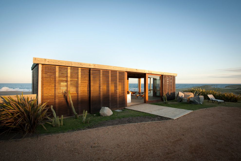 Storer House for a Modern Exterior with a Entertaining and Beach House Dotto by Martin Gomez Arquitectos