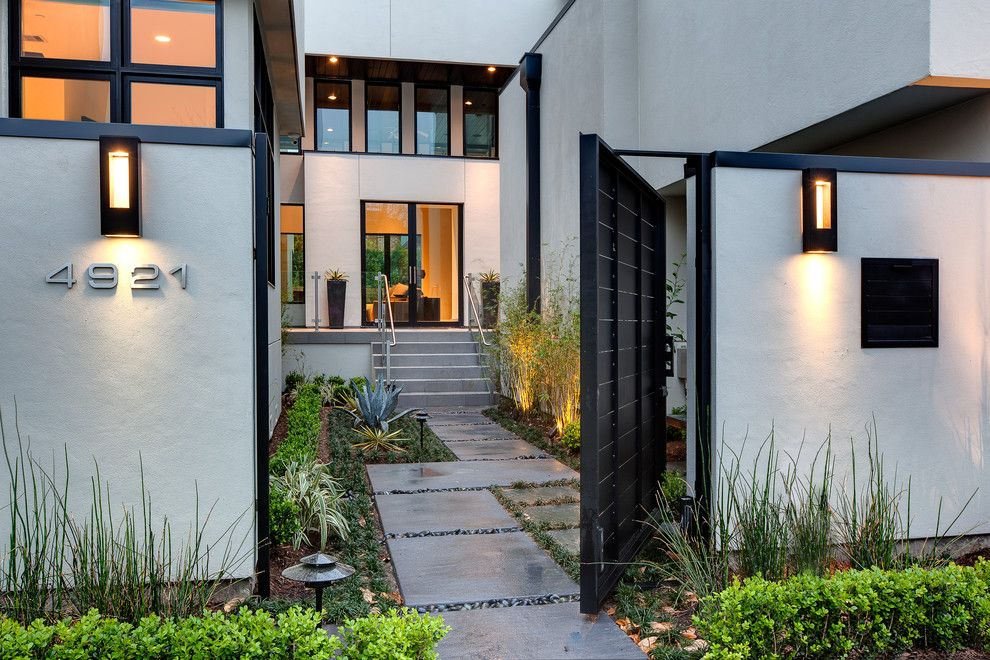 Suddenlink Midland Tx for a Contemporary Exterior with a Exterior Courtyard and Valerie St. Houston, Tx by Connie Anderson Photography