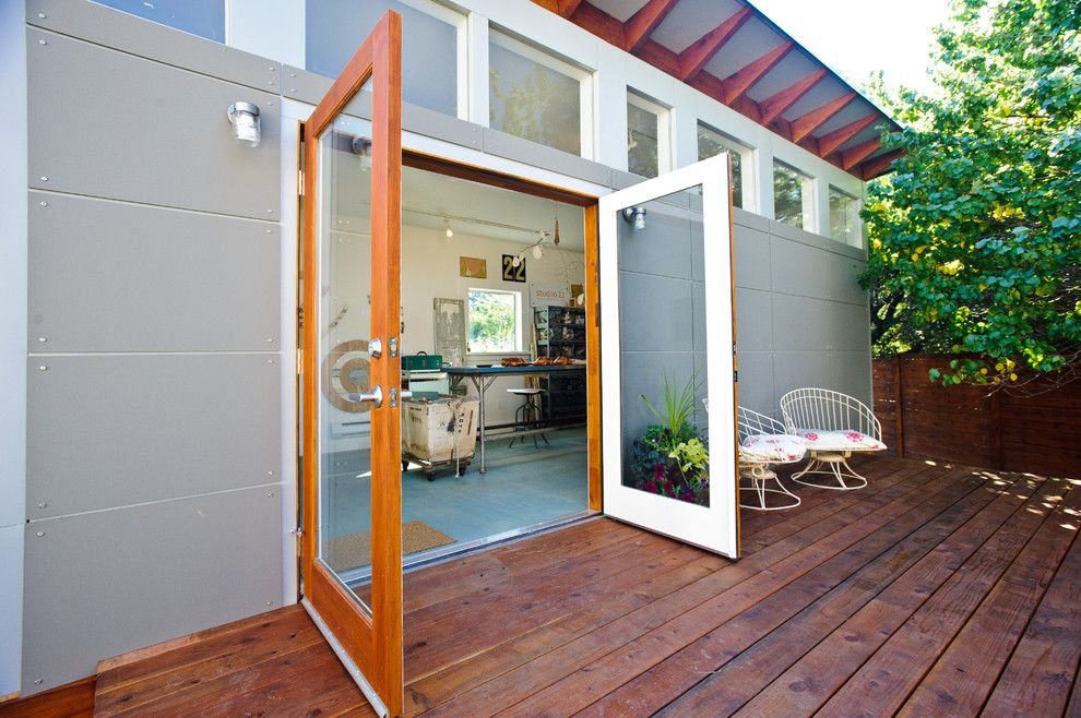 Sudio for a Modern Shed with a Studio Shed and Artist's Studio: Studio Shed Lifestyle by Studio Shed