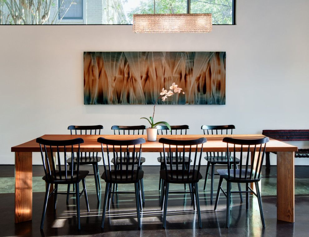 Table Shuffleboard Rules for a Modern Dining Room with a Centerpiece and Harris Dining by Hugh Jefferson Randolph Architects