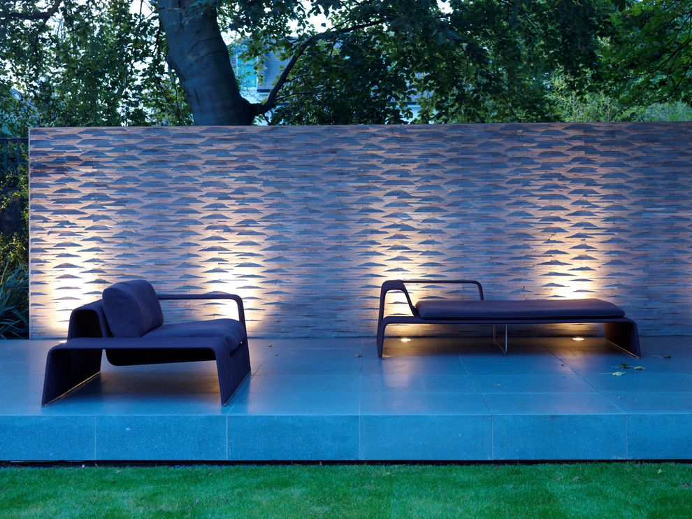 Texturing Walls for a Contemporary Patio with a Wall and House Extension  Wimbledon by Gregory Phillips Architects