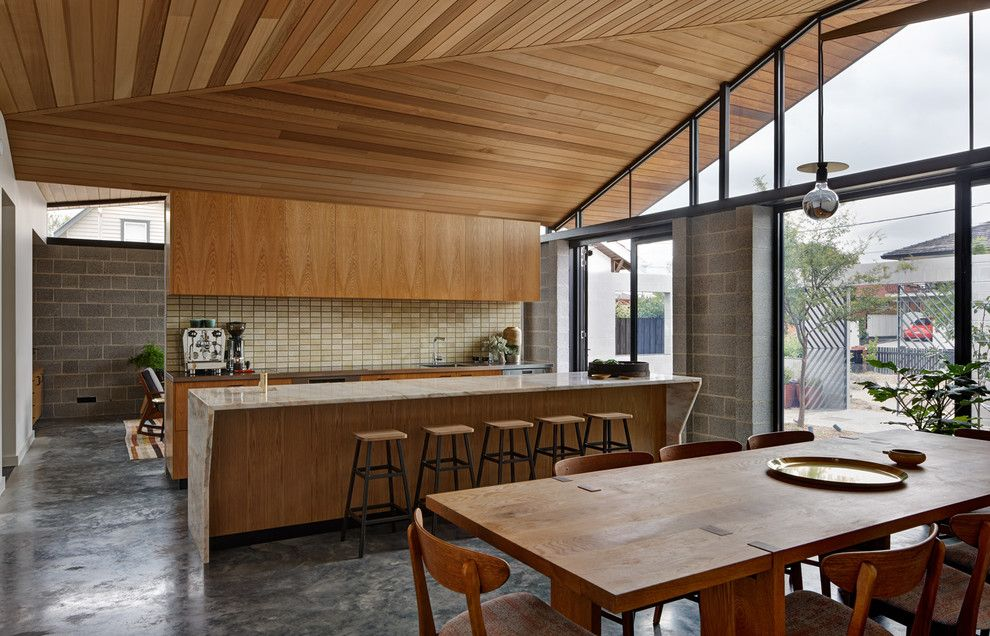 Timber Wolf Size for a Midcentury Kitchen with a Long Wooden Dining Table and Fairfield Hacienda by Mrtn Architects