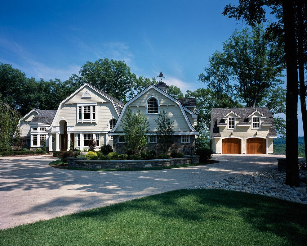 Tims Ford Lake for a Farmhouse Exterior with a Farmhouse and Saratoga Lake House by Wallant Architect