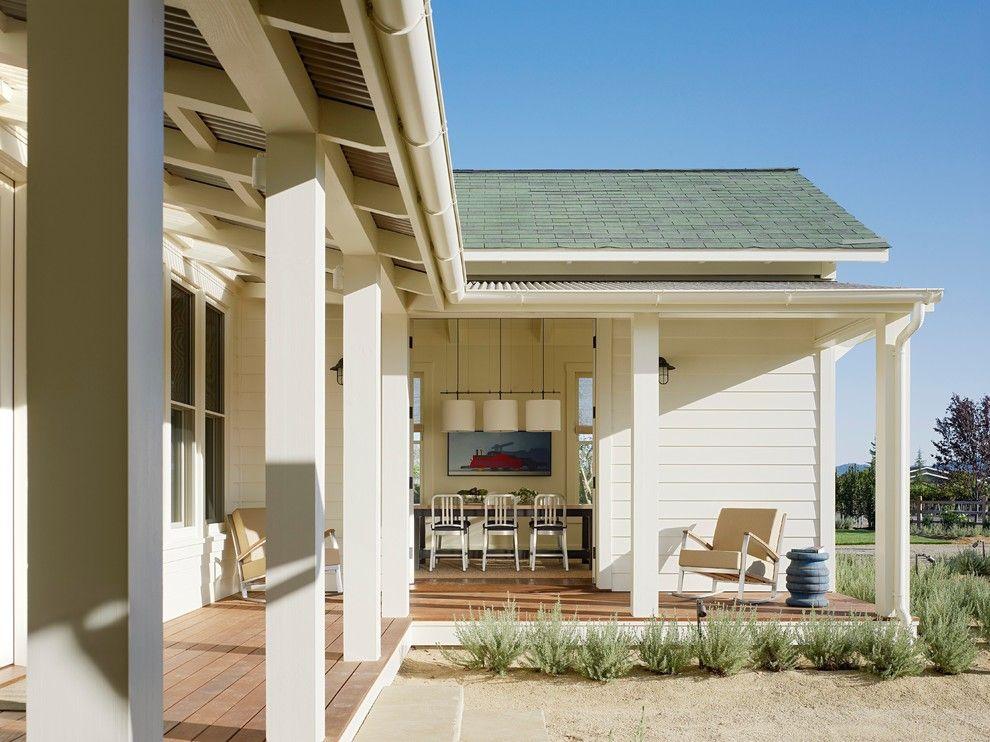 Tin roof rusted for a farmhouse porch with a indoor for Casas para terrazas