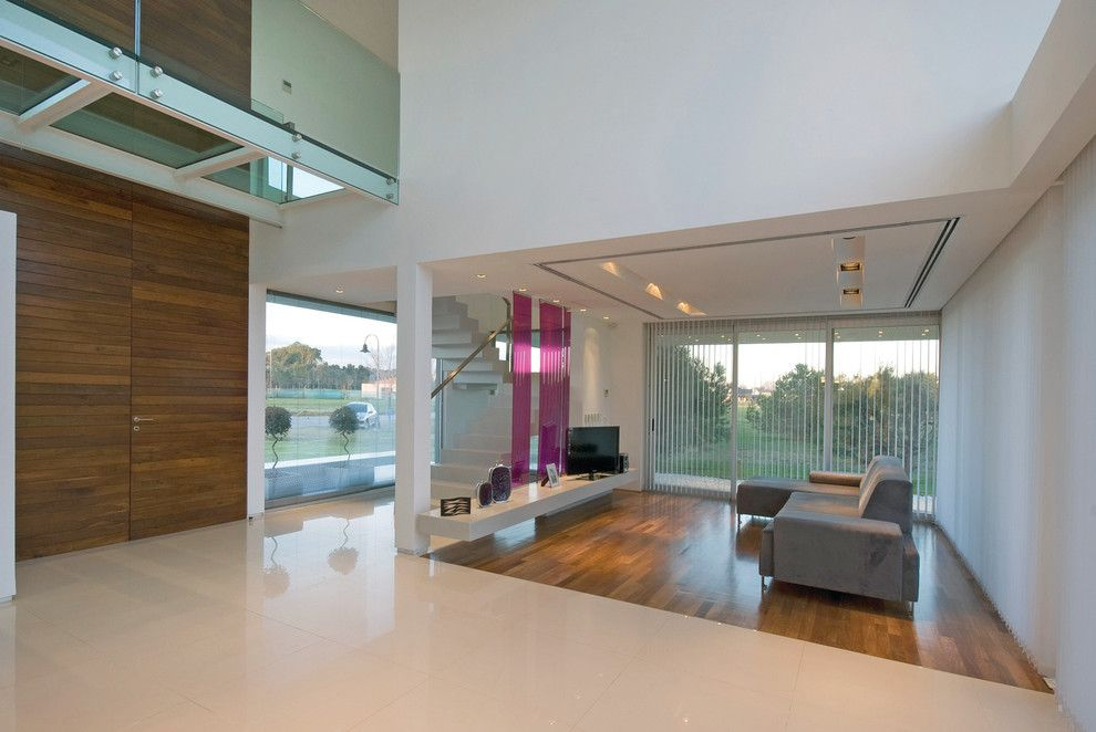 Vistal Golf for a Modern Living Room with a Modern and Vanguarda Architects by Vanguarda Architects