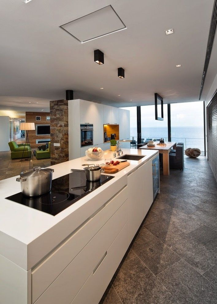 What is an Induction Cooktop for a Contemporary Kitchen with a Begur and Casa Howa by Velezcarrascoarquitecto