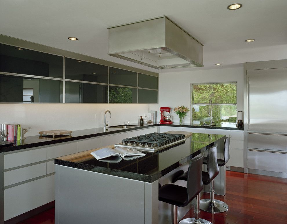 Who Makes Kenmore Appliances for a Modern Kitchen with a White and Kitchen by Garret Cord Werner Architects & Interior Designers