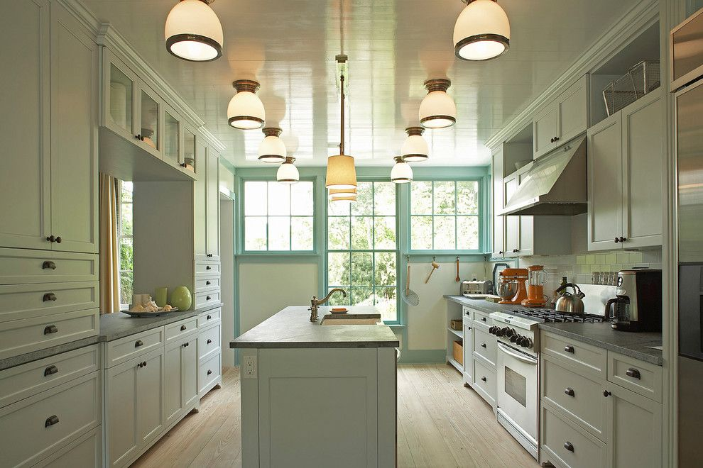 Williamsburgh Savings Bank for a Traditional Kitchen with a Pendant Light and Idea Cottage in the Hamptons by Historical Concepts